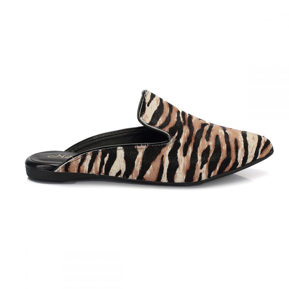 Mule onça onca feminina sapatilha marrom preto biqueira animal print bico arredondado pêlo pelo rasteira rasteirinha sola corda oncinha estampa slide zoo tigresa lateral