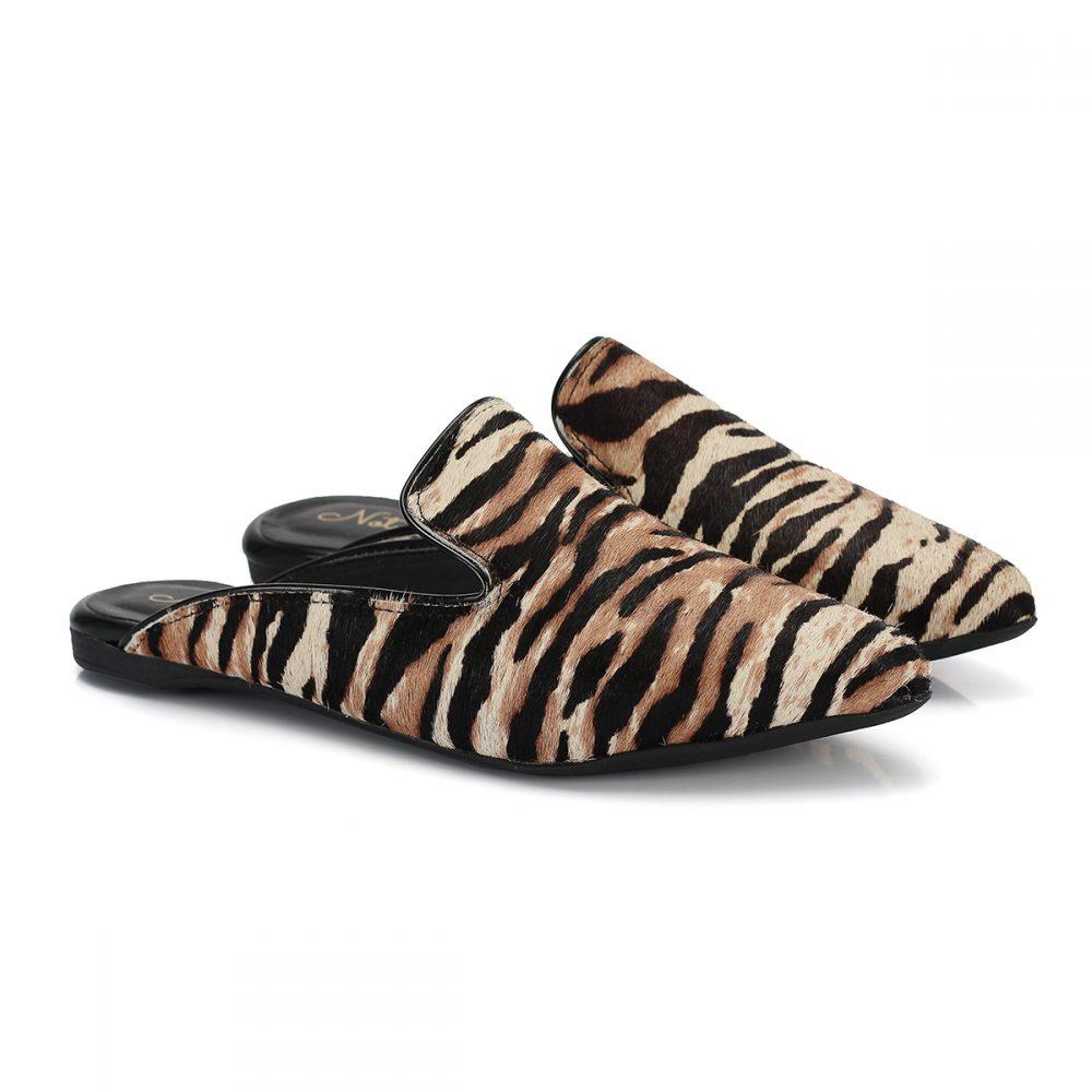 Mule onça onca feminina sapatilha marrom preto biqueira animal print bico arredondado pêlo pelo rasteira rasteirinha sola corda oncinha estampa slide zoo tigresa